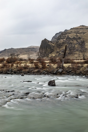 © Cameron Karsten Photography for The Nature Conservancy viewing Elk feeding and the Tieton River in Washington State